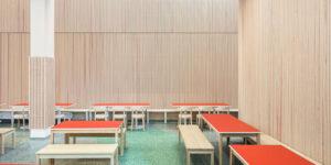 Inredo referensbild, ribbpaneler på vägg i skola